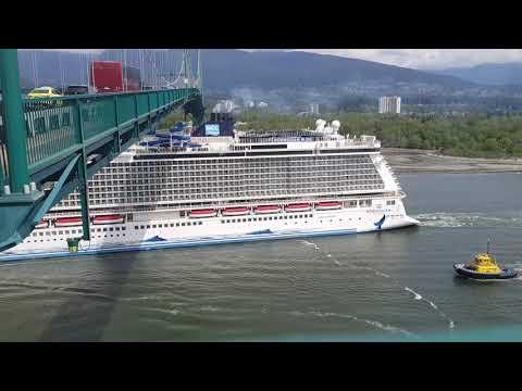 Norwegian Bliss under the Lions Gate Bridge in Vancouver