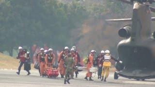 自衛隊のCH-47JAによる消防隊員の輸送