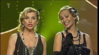 Monika Absolonová a Leona Machálková zpívají píseň Stárnou