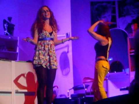 Starcut  ~ Silvia Amarú & Isabel Soares - weil ich ein Mädchen bin