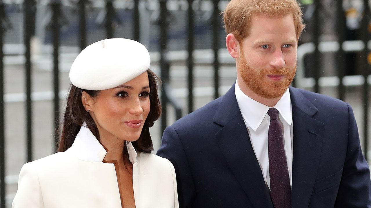 Queen Elizabeth removed the photo of Megan Markle from the place of honor where it stood for only a week 96