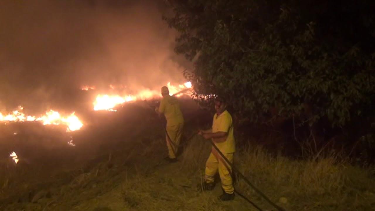 Vatandaşlar Yangına Kovalarla Müdahale Etti