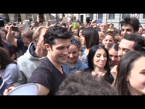 """Milano, bagno di folla per Bolle: """"Io rockstar della danza? Mi riempie il cuore di gioia"""""""