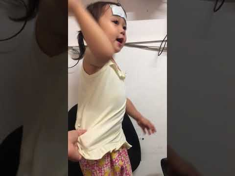 2year Old Baby/monkeys Jumping On The Bed Song