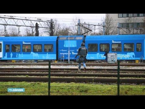 Zo valt arrestatieteam trein bij Zwolle binnen, twee verdachten afgevoerd - RTL NIEUWS