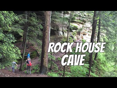 Hiking in Hocking Hills, Ohio: Rockhouse natural cave