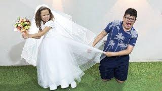 Valentina veste o vestido de noiva