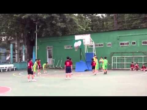 Martin Cao choi bóng rổ cho trường tiểu học Trần Hưng đạo