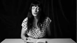 Repeat youtube video El plaer de la lectura | Roser
