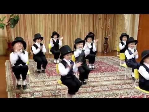 Танец в шляпах и жилетках