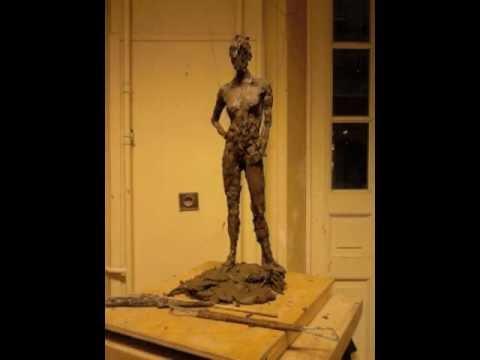 Sculpture de femme modelage en argile pose debout modèle posant - YouTube