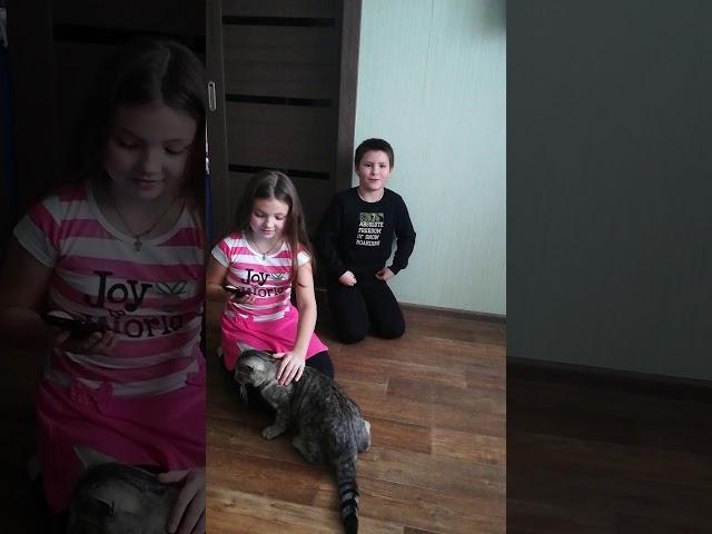 Изображение предпросмотра прочтения – «Егор и Маргарита Василенко» читает произведение «Кошки» М.И.Цветаевой