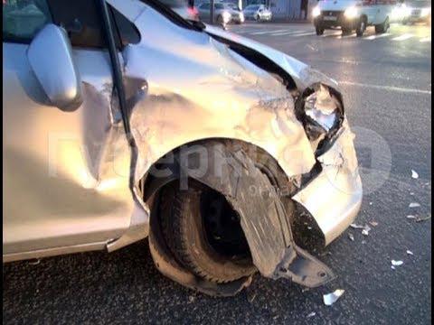 На одном из самых аварийных перекрестков Хабаровска в ДТП попал начинающий водитель. MestoproTV