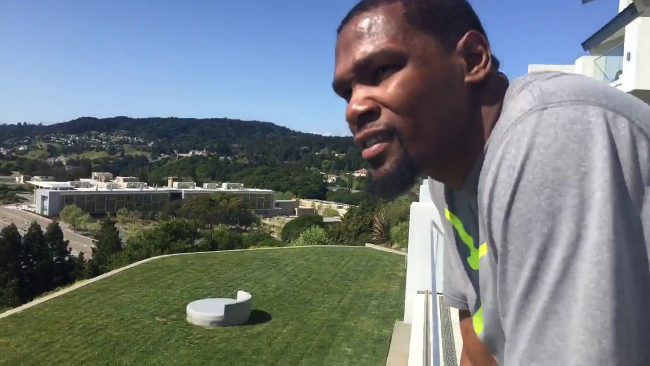 Kevin Durant Livestreaming Tour Of His House Youtube