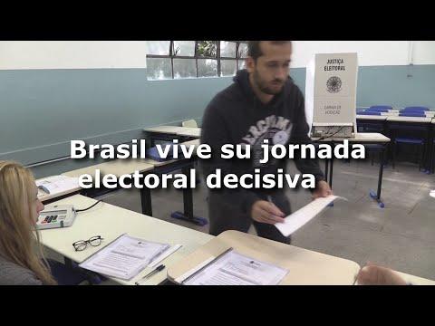 Bolsonaro canta victoria al votar y Haddad aún confía en la remontada