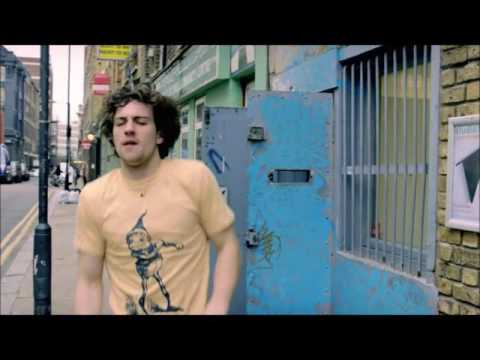 Aaron Taylor-Johnson dancing to holly dolly