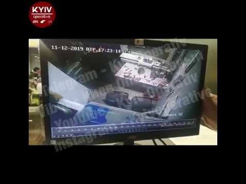 В Киеве группа подростков избила охранника