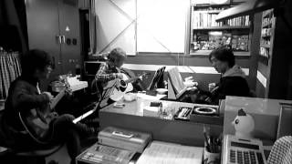 今日は、ザ・ハイロウズの「日曜日よりの使者」を3人で練習しました(^^...