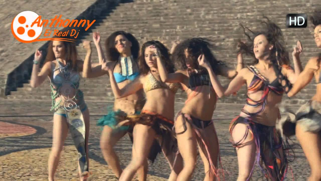 Daddy Yankee Limbo Dancers