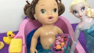 Elsa do Frozen congela o banho de Gelli Baff da Baby Alive Marie- Julia Silva