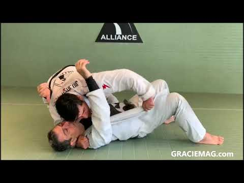 Felipe Neto teaches two knee on belly submissions at Alliance Leblon