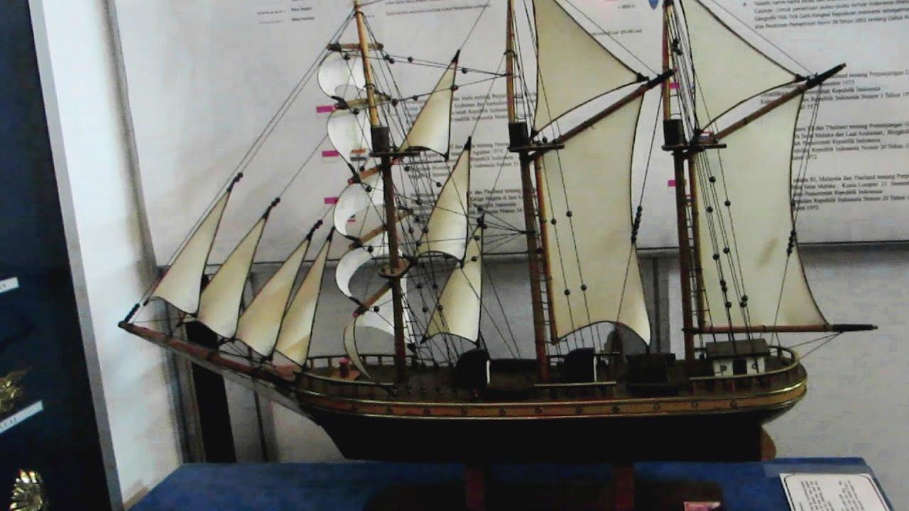 Miniatur Mainan Kapal Layar  KRI Dewaruci  Indonesia