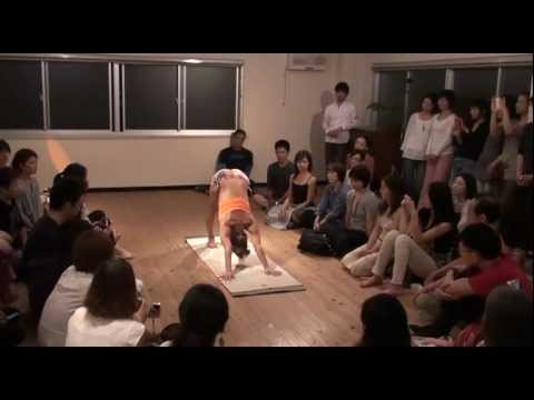 Kino Ashtanga Yoga Demo at Under The Light in Tokyo, Japan