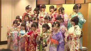2013年1月14日、東京・神田明神にて AKB48、SKE48、NMB48、HKT48のメンバー計17名が 成人式へ参列し、神主様よりご祈祷を受けました。 神殿内でのご祈祷、記者 ...