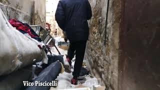 Napoli, Forcella invasa dai rifiuti: torna l'emergenza