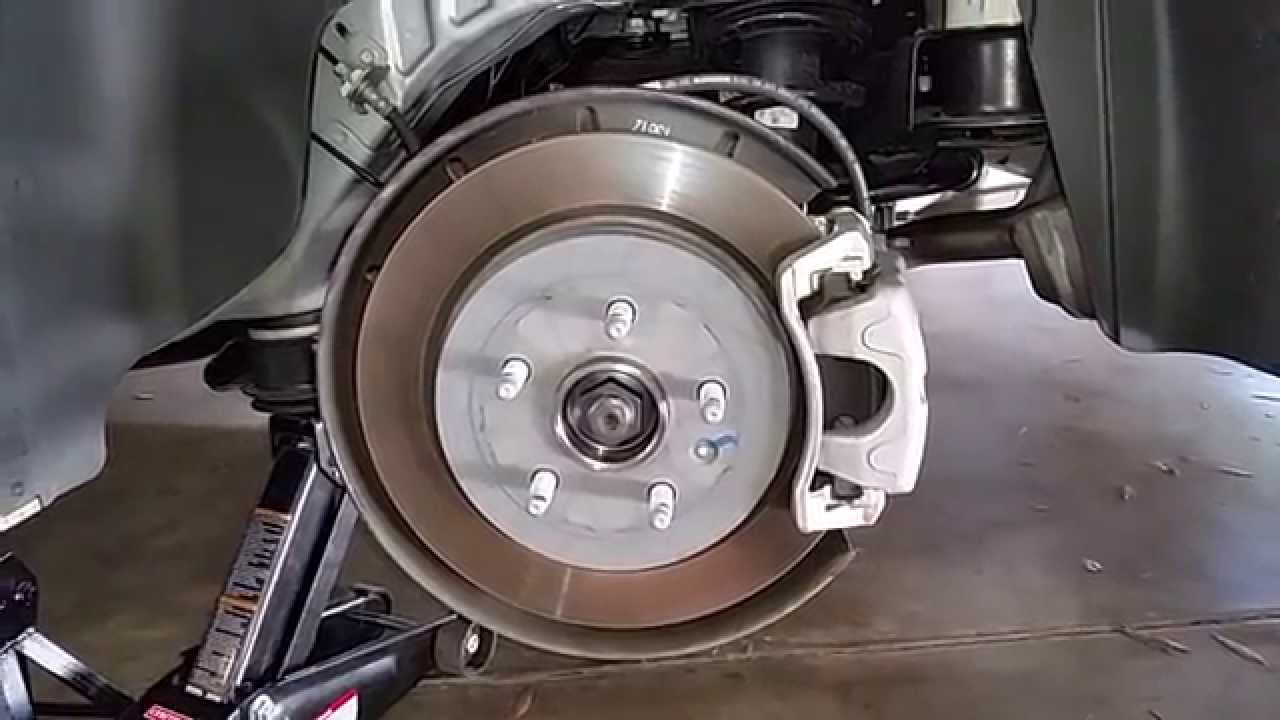 2014 Gm Chevrolet Camaro Checking Rear Disc Brakes