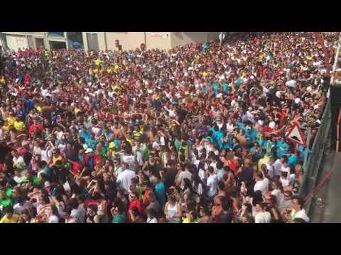 Miles de personas se reúnen en la capilla de San Roque para disfrutar del agua