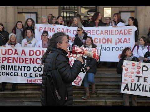 Protesta en la Plaza Mayor de los empleados de ayuda a domicilio