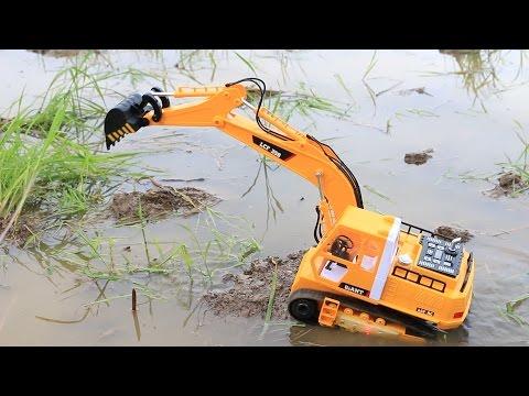 รถแม็คโครบังคับวิทยุตักดินในทุ่งนา Excavator  Construction Vehicles
