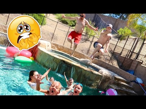 KIDS vs DADS POOL PARTY! 😱