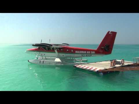 Maldivian air taxi Twin Otter takeoff