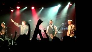 Die Toten Hosen - Venceremos, Das ist der Moment, Alles Was War en la Trastienda