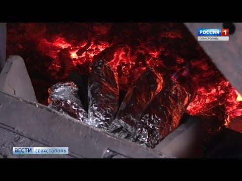 На встрече Поезда Победы севастопольцев угостили испеченной в топке паровоза картошкой