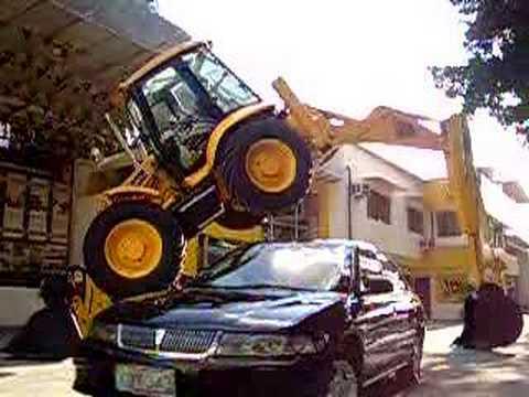 Car passing under the JCB 4CX backhoe loader