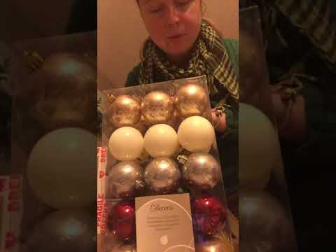 Unboxing Christmas ornaments (suprabazaar)