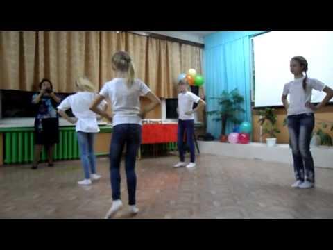 Выступление девочек из 5 класса, танец
