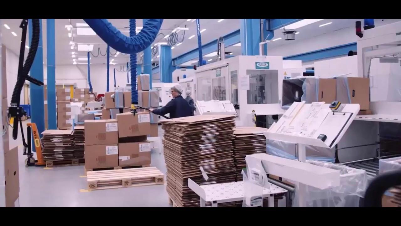 Elevador por vacío para la manipulación de cajas en almacén logístico