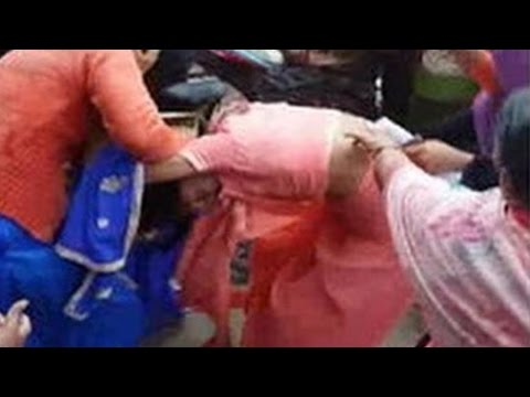 Women Fighting Outside Bank in A Queue To Exchange 500 & 1000 Rupee Notes