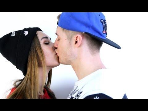Как поцеловать парня первой если он стесняется