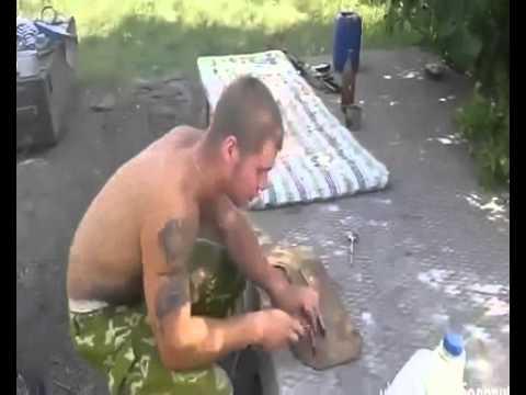 Украинские солдаты-ГОЛОДАЮТ!Едят змей!