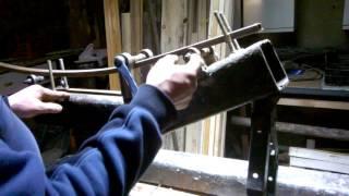 как сделать трубогиб для профильной трубы.пробный загиб.(самый простой и дешевый трубогиб для профильной трубы.потрачено 1200 руб.домкрат от легковой машины.швеллер..., 2016-04-27T02:30:27.000Z)