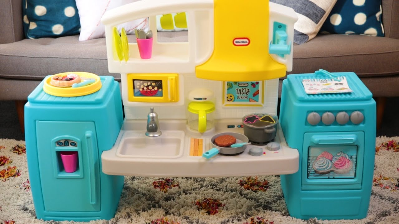Get Cooking With The Little Tikes Bake N Share Kitchen Youtube