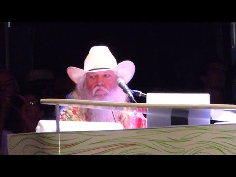 Leon Russell and the Tedeschi Trucks Band   singing