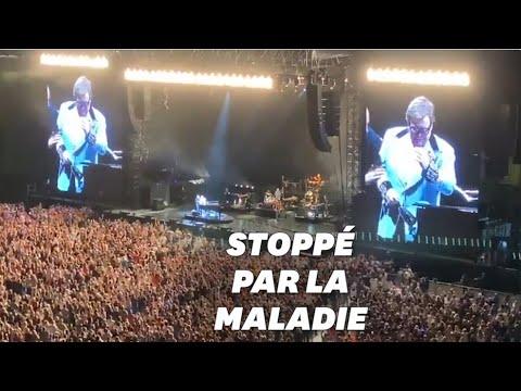 Տեսանյութ.  Էլթոն Ջոնը  կորցրել է ձայնը համերգի ժամանակ, սկսել է խռխռալ դաշնամուրի մոտ նստած