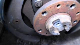 устраняю стук в колесе из за ручника