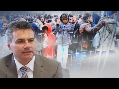 Niederbayerischer Landrat macht ernst: Peter Dreier schickt Angela Merkel Bus voller Flüchtlinge